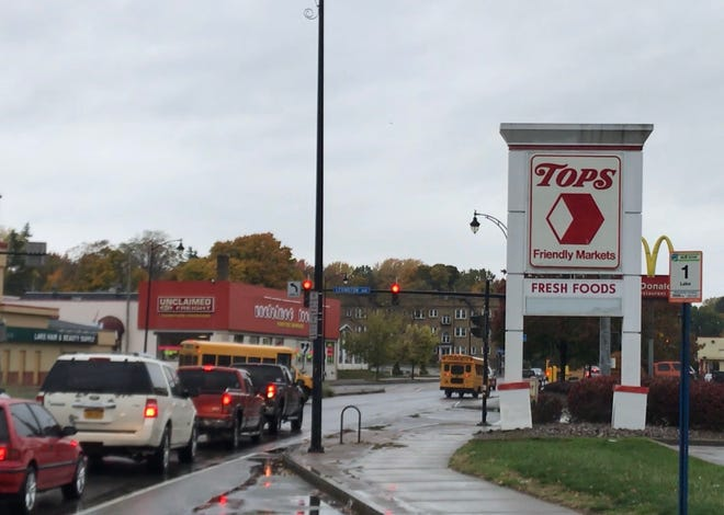 The Lake Avenue Tops Friendly Markets store closed earlier than announced last month.