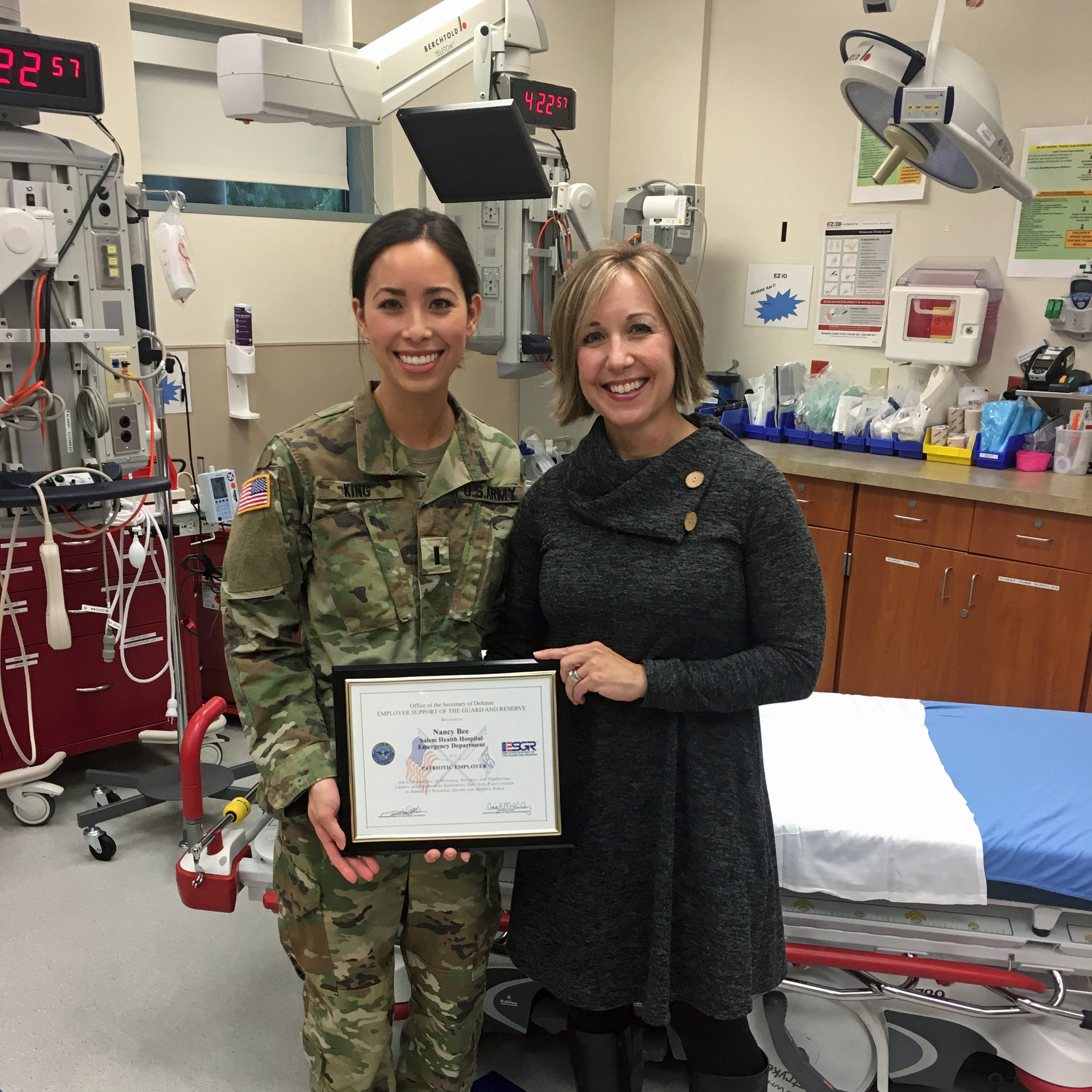 Salem Hospital ER nurse manager Nancy Bee receives Patriot Award