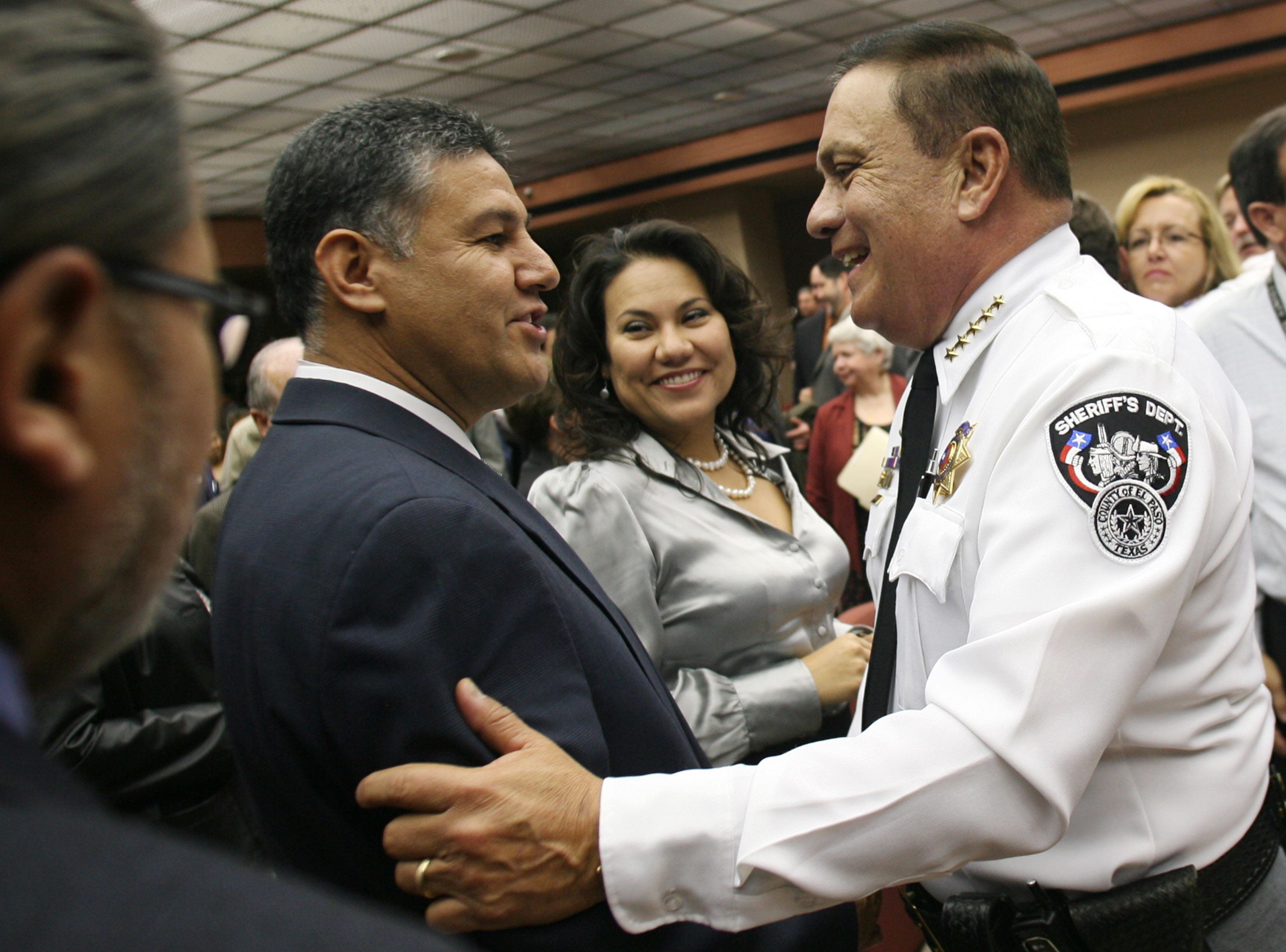 Apodaca takes charge New El Paso County Sheriff Jimmy Apodaca, right, received congratulations Tuesday from County Commissioners Luis SariÒana and County Judge Veronica Escobar after Apodacaís swearing-in ceremony at the County Commissioners Court. Apodaca will finish the term of the late Leo Samaniego.