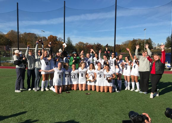 Rye Country Day celebrates winning 2018 NYSAIS field hockey title