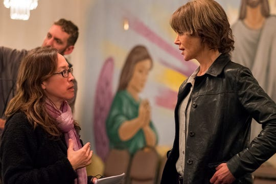 Director Karyn Kusama and actor Nicole Kidman on the set of DESTROYER, an Annapurna Pictures release.