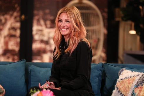 """Julia Roberts on the set of """"Busy Tonight."""""""