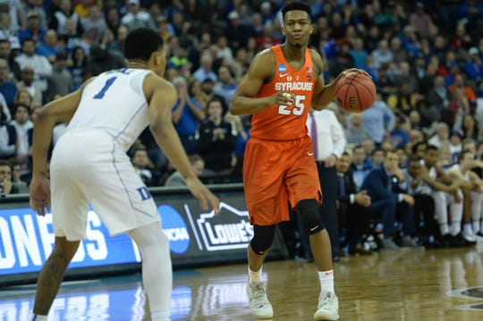 Syracuse guard Tyus Battle dribbles against Duke their game in the Midwest regional of the 2018 NCAA tournament.