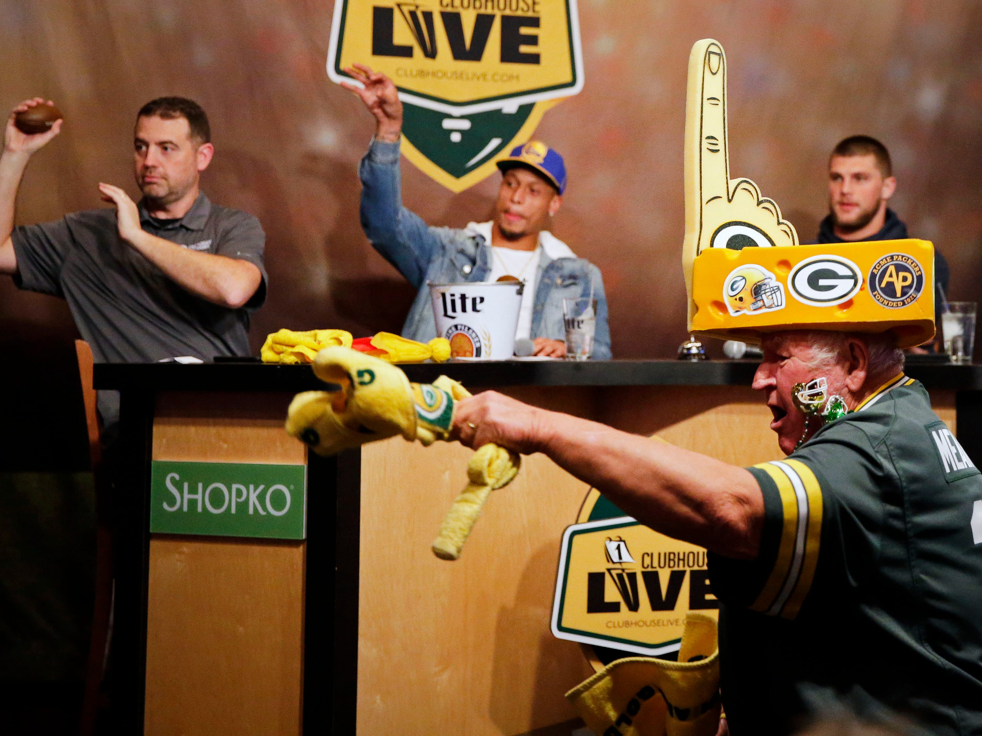 Clubhouse Live co-hosts Brett Christopherson, Ricardo Argeullo, Margaret Naczek and Green Bay Packer Josh Jones welcome tight end Robert Tonyan Monday, November 5, 2018, at the Red Lion Hotel Paper Valley in Appleton, Wis.
