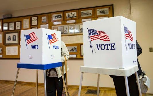 1106 Midterm Voting Central Iowa Rwhite 00091