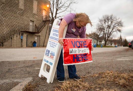1106 Midterm Voting Central Iowa Rwhite 00033