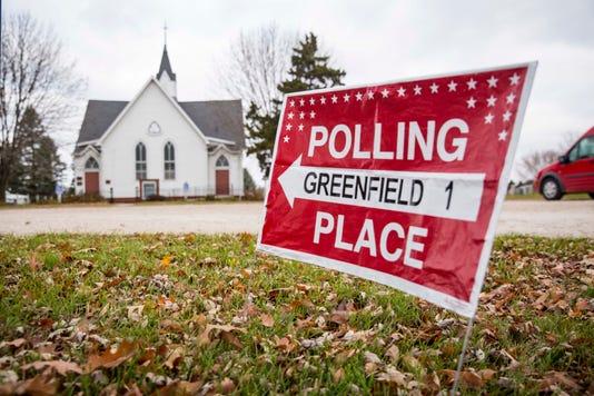 1106 Midterm Voting Central Iowa Rwhite 00235