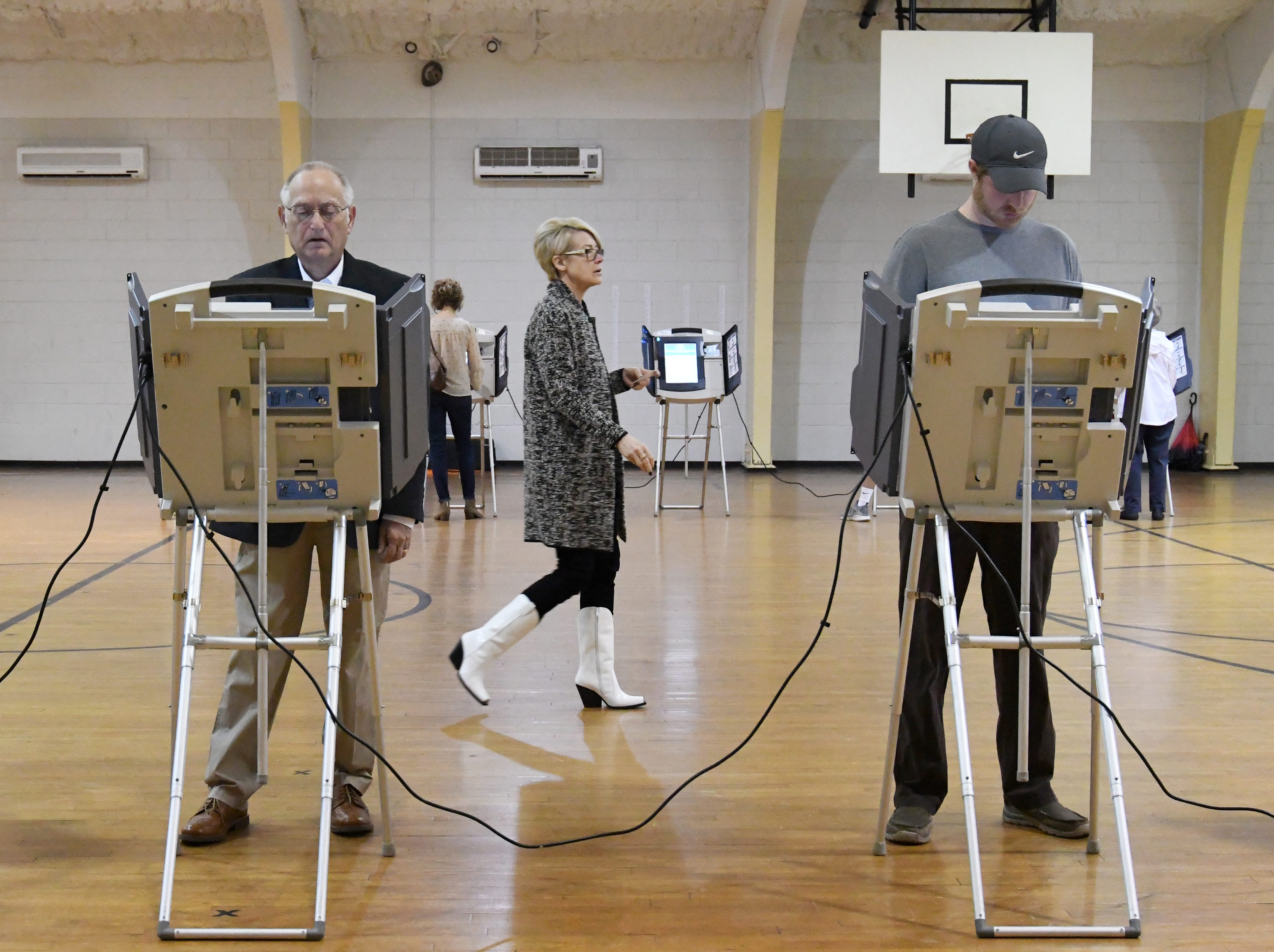 A rush of Hattiesburg residents cast their ballot during the midterm elections at the Thames Elementary precinct on Tuesday, November 6, 2018.