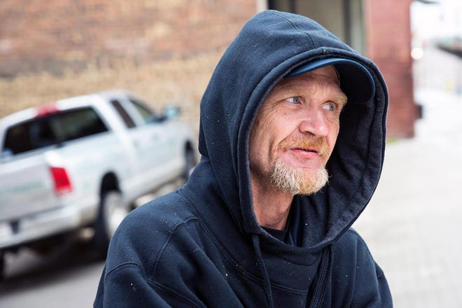 Rodney Fuson, who walked Knoxville's streets for years doing card tricks, selling socks and giving out hugs, reportedly died Monday.