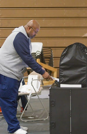 John Bell inserts his ballot into a reader at Hartland's precinct 2 Tuesday, Nov. 6, 2018.