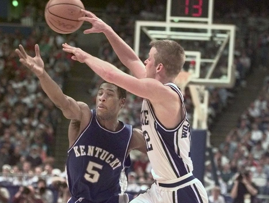 UK's Wayne Turner races for the ball against Duke's Steve Wojciechowski.