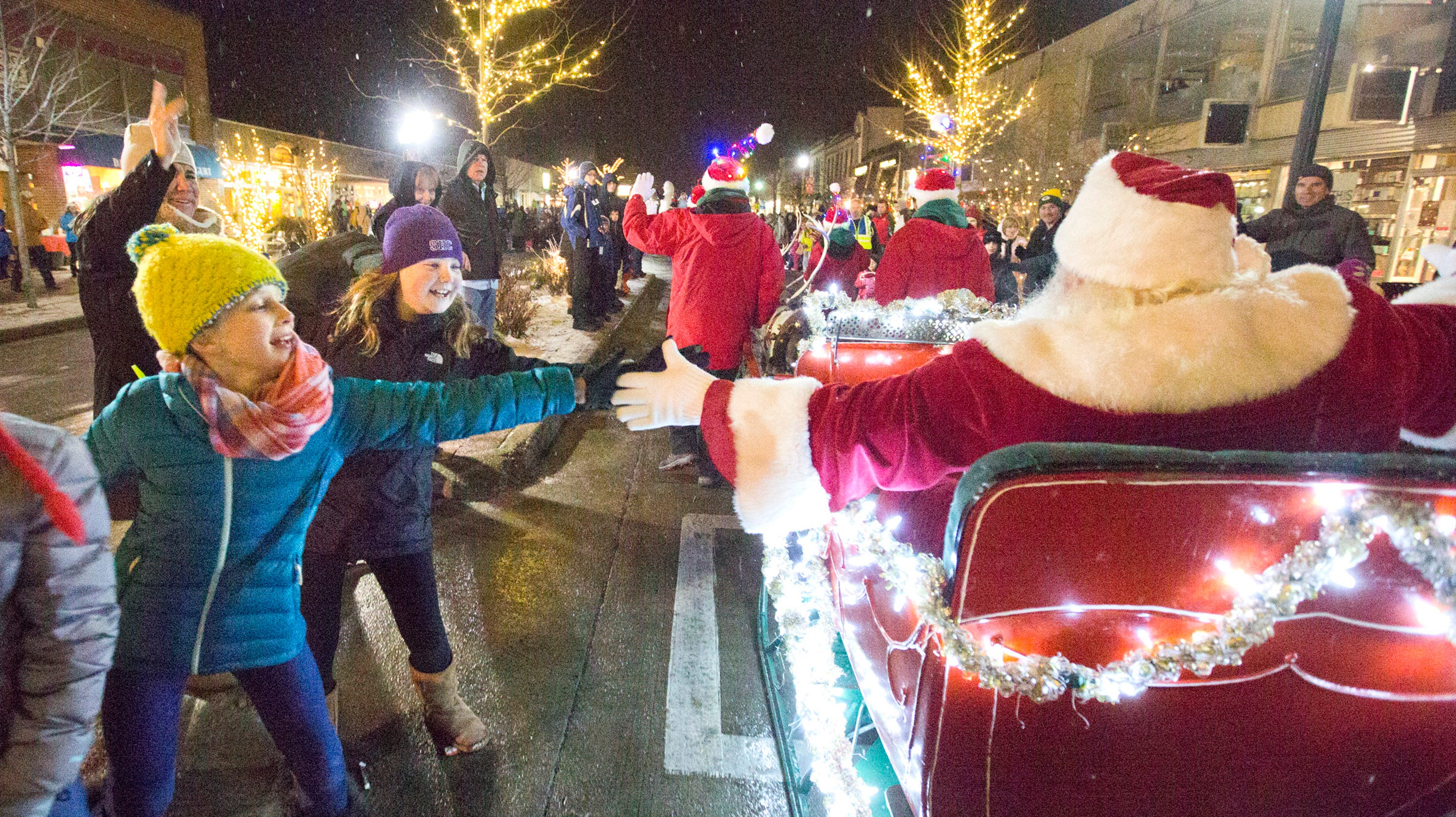 Christmas Homecoming Float.Christmas 2018 Your Holiday Parade Guide In Milwaukee Suburbs