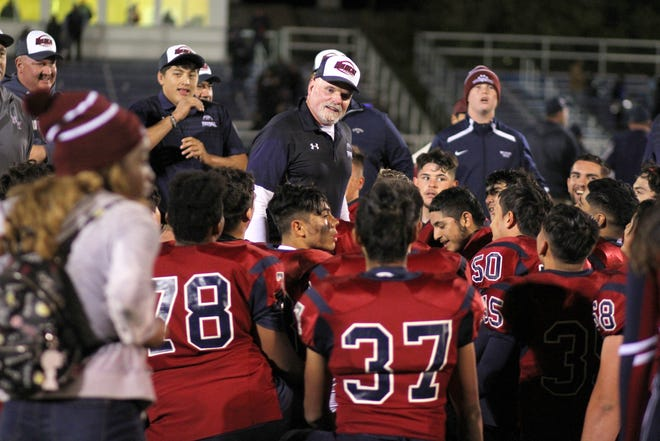 Deming High Coach Greg Simmons huddles his Wildcat players.
