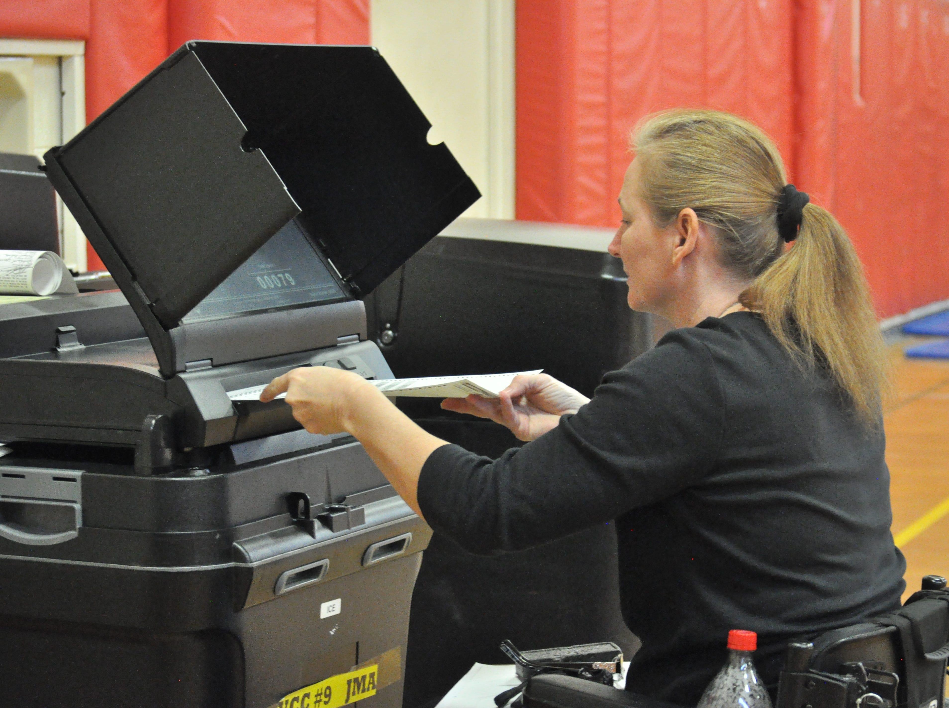 Shellie Schaeffer casts a ballot, Nov. 6, 2018 at Jefferson Montessori Academy.