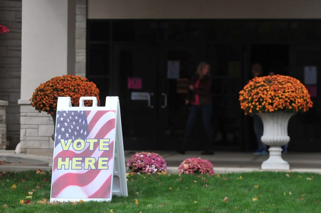 A sign welcomes visitors to the vote center at First English Lutheran Church in Richmond.