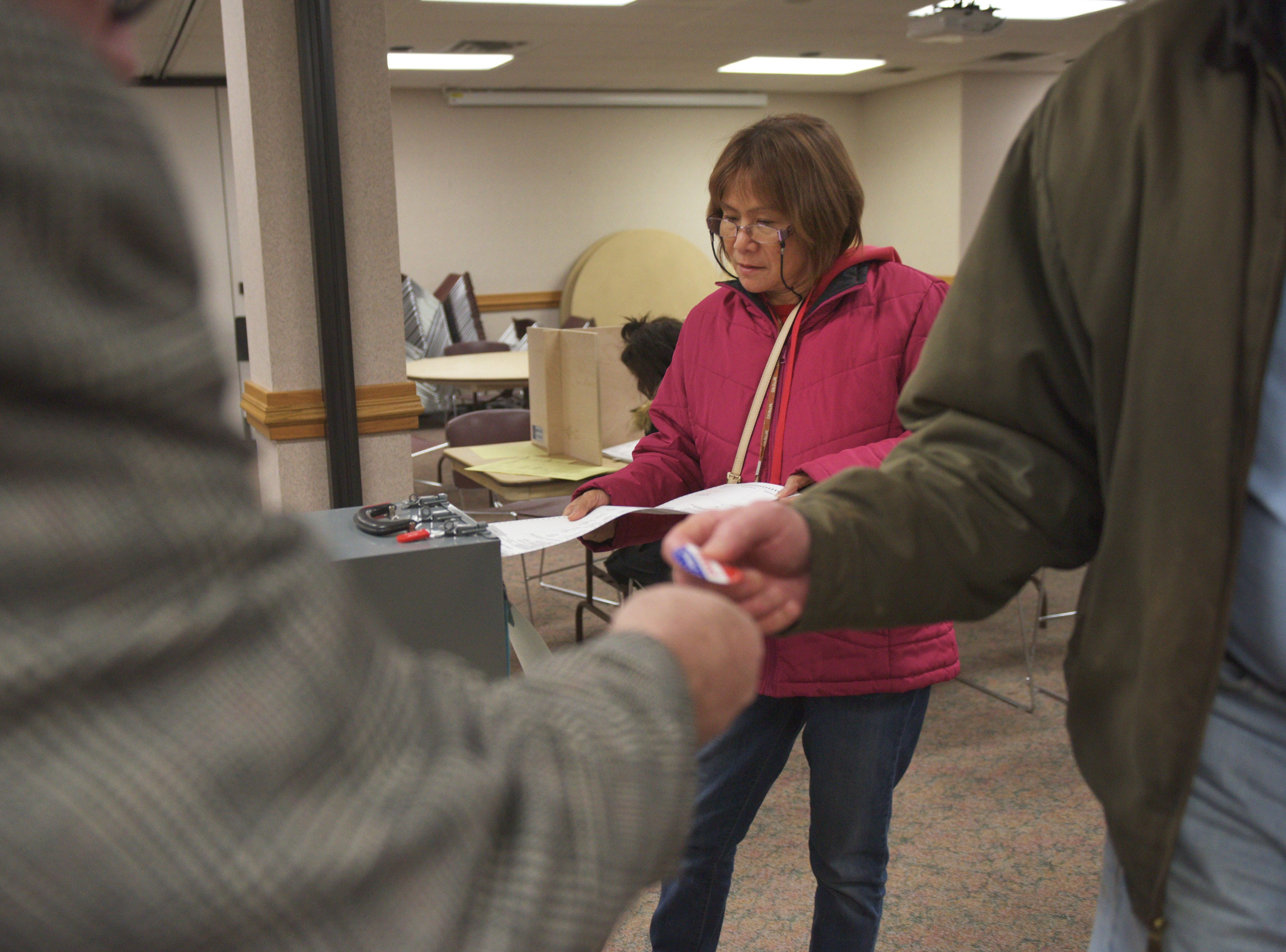 Sylvia Ramirez inserts her ballot for the 2018 midterm elections Tuesday, Nov. 6, at First Lutheran Church in Sioux Falls.
