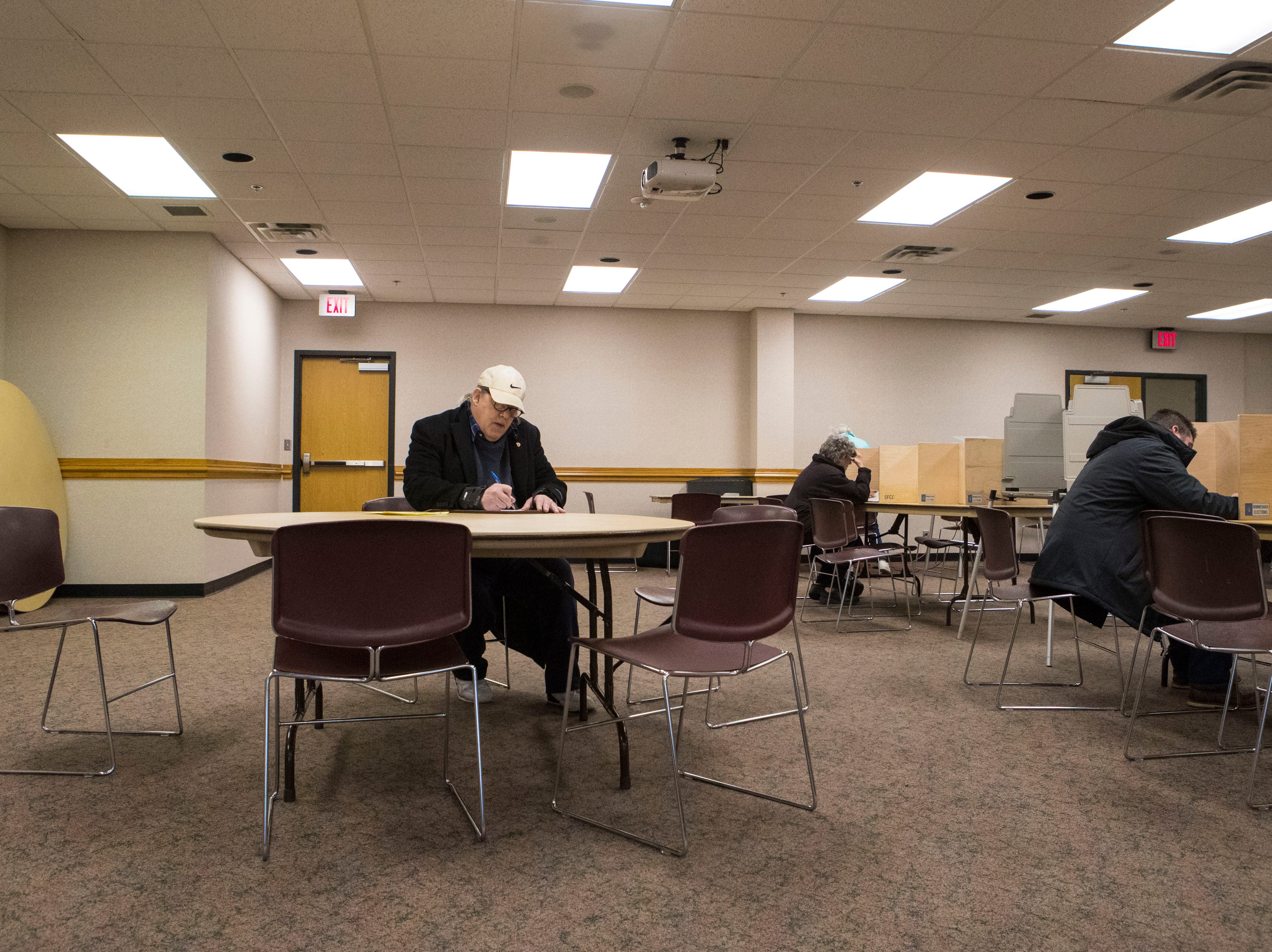 Larry Loebig fills out his ballot at First Lutheran Church in Sioux Falls, S.D., Tuesday, Nov. 6, 2018.