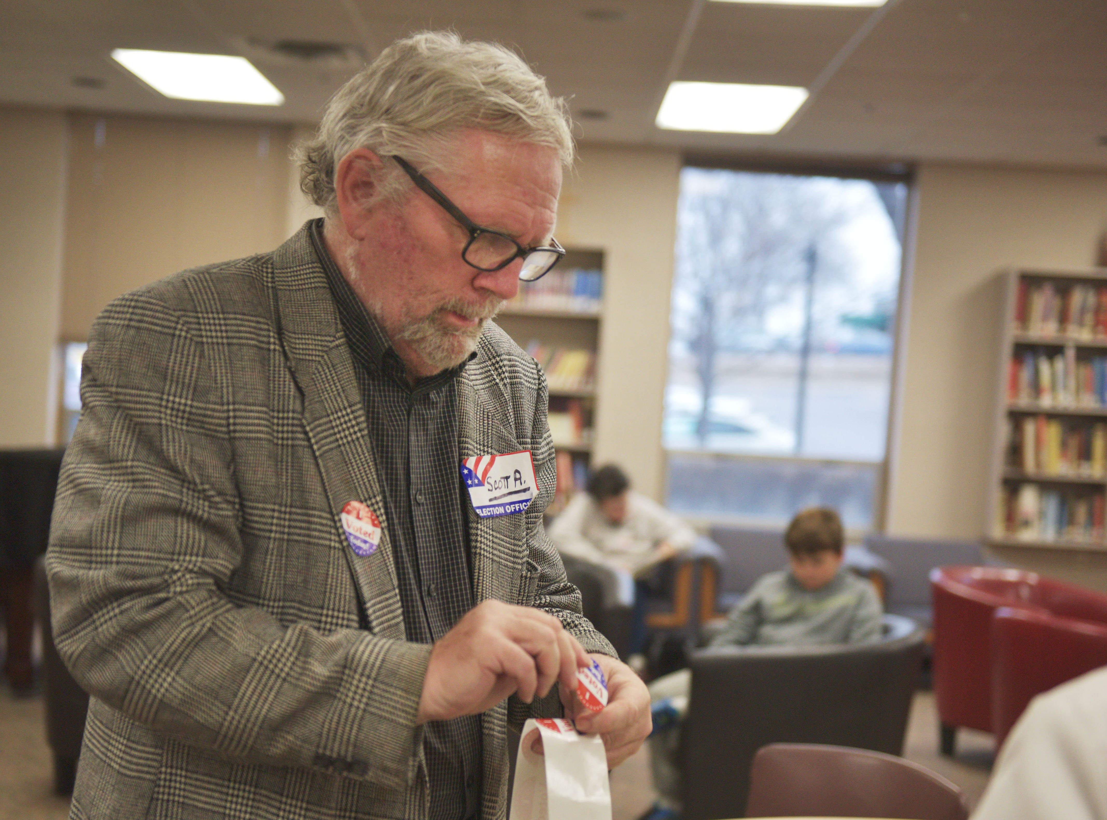 """Scott Allan hands out """"I voted today!"""" stickers in the 2018 midterm elections Tuesday, Nov. 6, at First Lutheran Church in Sioux Falls."""