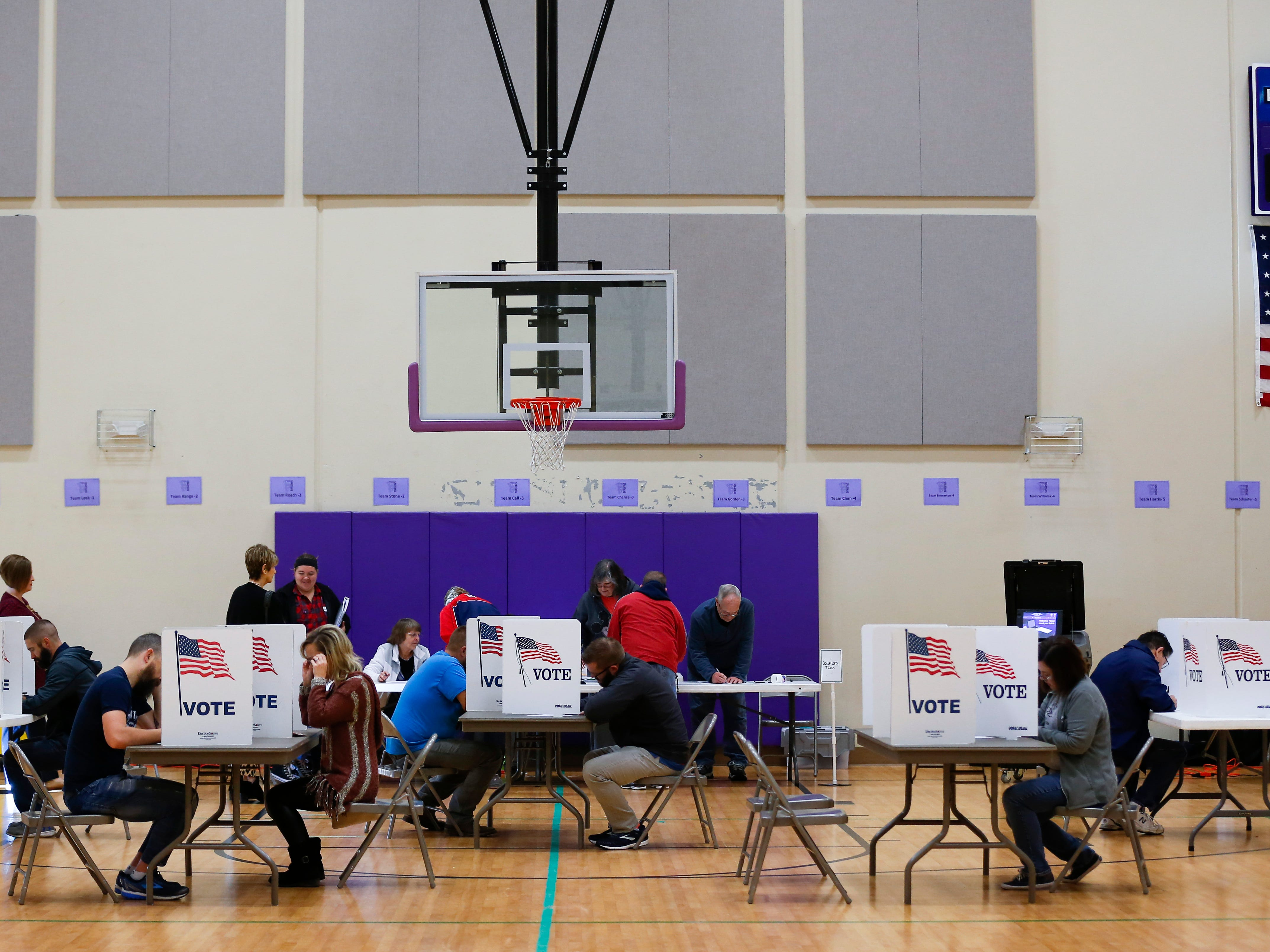 Voters fills out their ballots at Hickory Hills School polling location on Tuesday, Nov. 6, 2018.