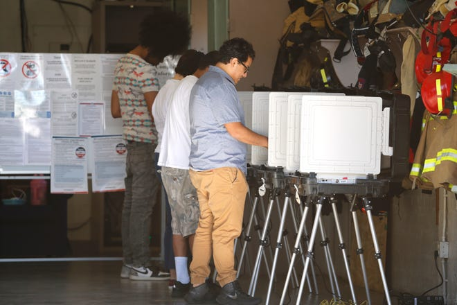 El Pasoans are heading out to their voting precincts early Tuesday morning. Here voters at Fire Station #3 cast their votes.