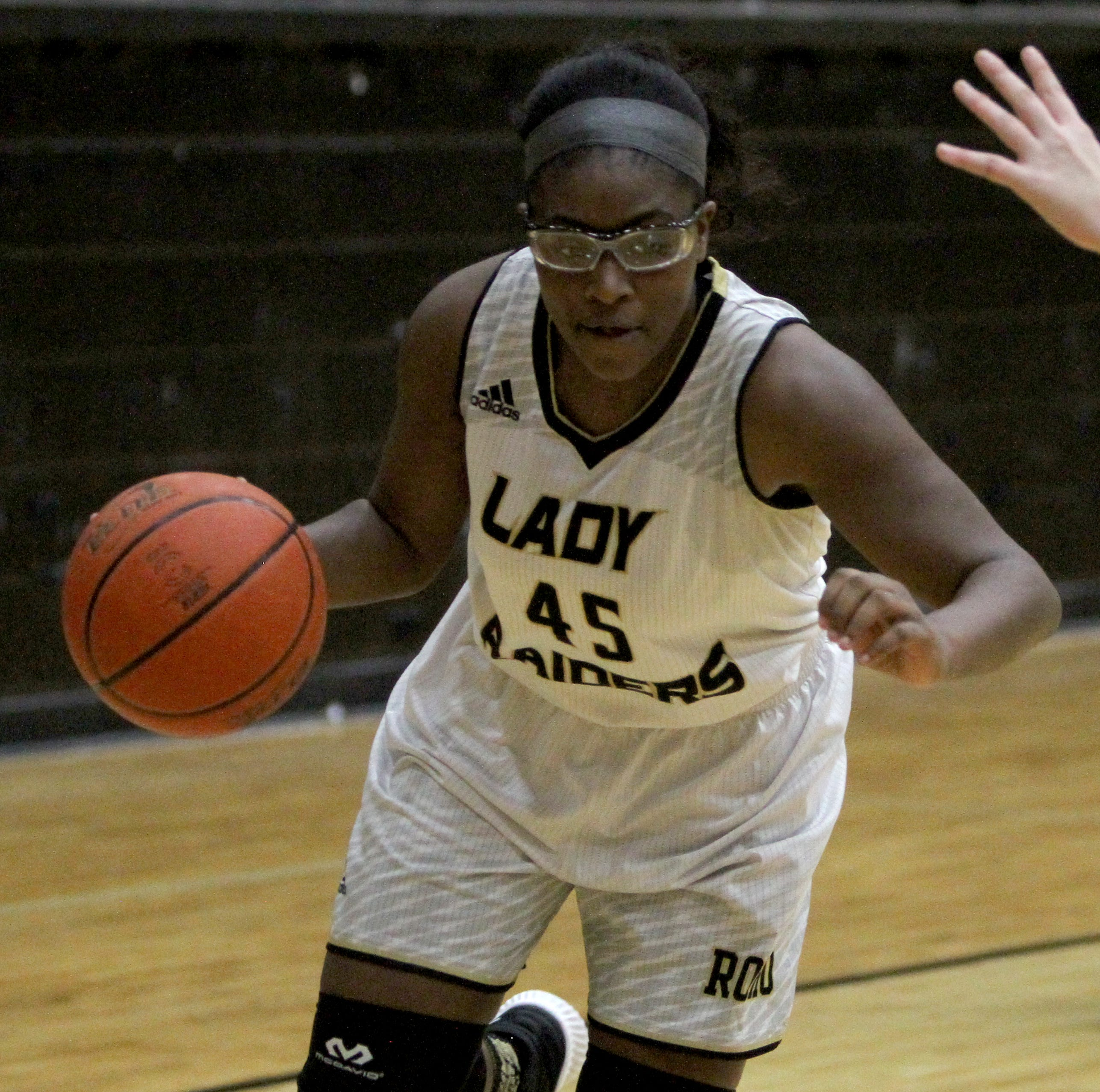 Hoops roundup: Laeschelle Wright hits game-winner to life Lady Raiders to win