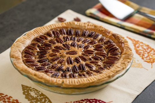 Thanksgiving A Practically Perfect Pecan Pie 014 1200x800