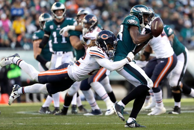 Eagles receiver Nelson Agholor, right, cannot catch a pass against Bears cornerback Cre'Von LeBlanc in 2017. The Eagles claimed LeBlanc off waivers on Monday.
