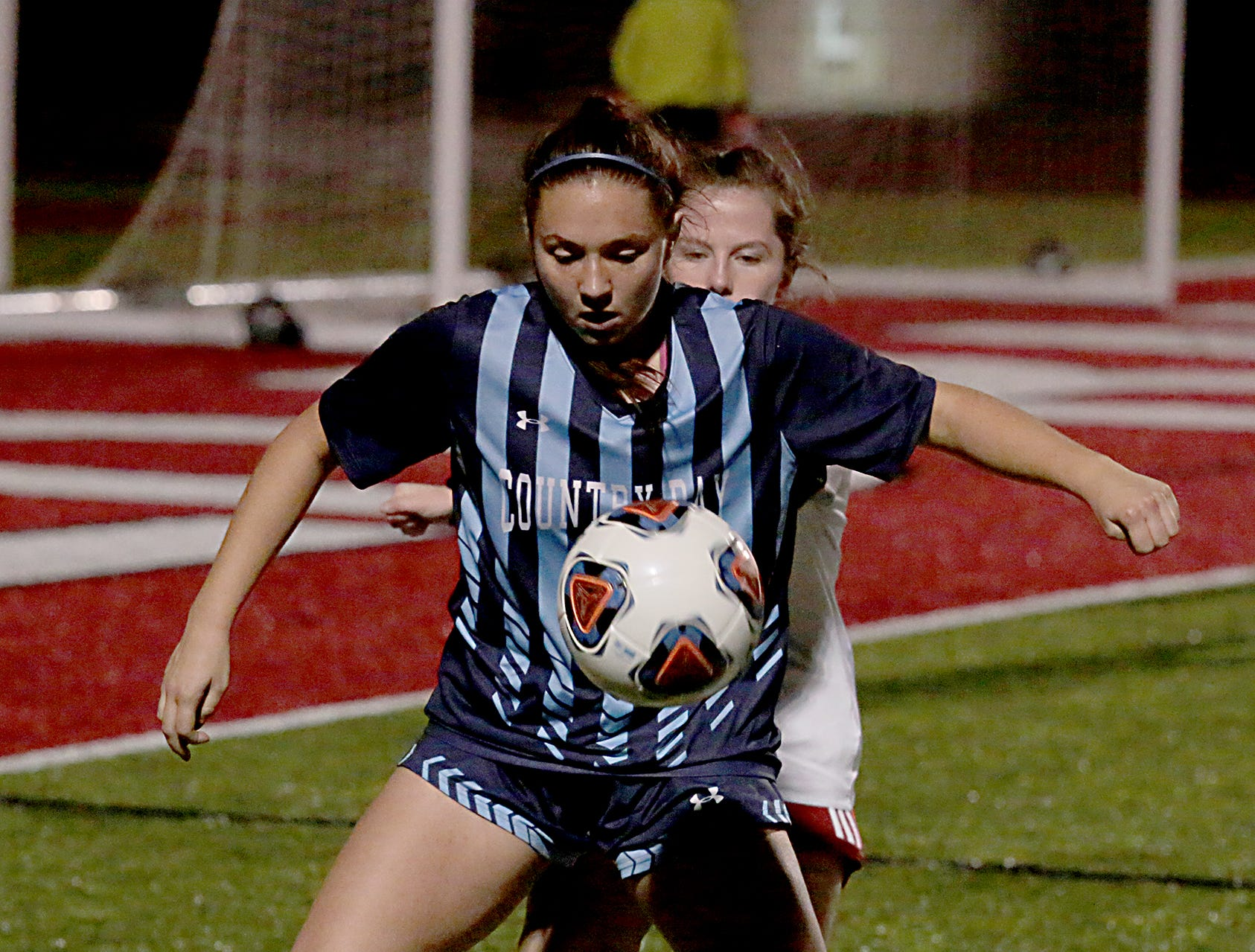 Cincinnati Country Day midfielder Chloe Webb controls the ball against Bishop Rosecrans during their girls division III state semifinal at London Tuesday, Nov. 6, 2018.