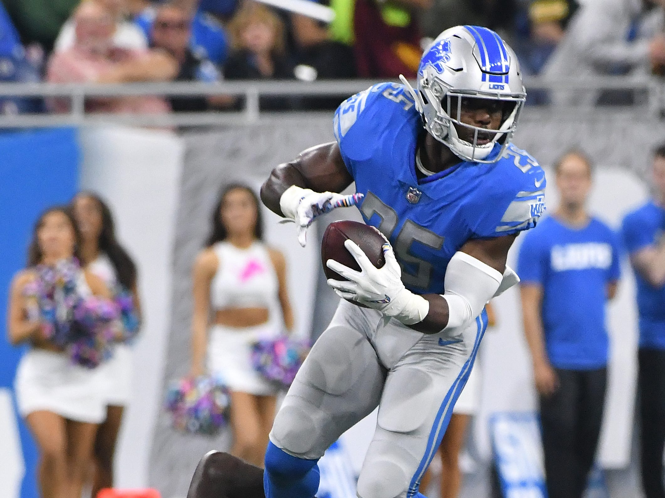 RB Theo Riddick: Riddick has been banged up this year, recently missing two games with a knee injury, but when he's been active, he's averaged five receptions per game. The problem is he hasn't been the dynamic yards-after-catch option he's been in the past, showing decreased elusiveness, while also dropping an uncharacteristic number of passes. One area he continues to provide value is as a pass protector. He remains the Lions' best option in that department. Grade: C+