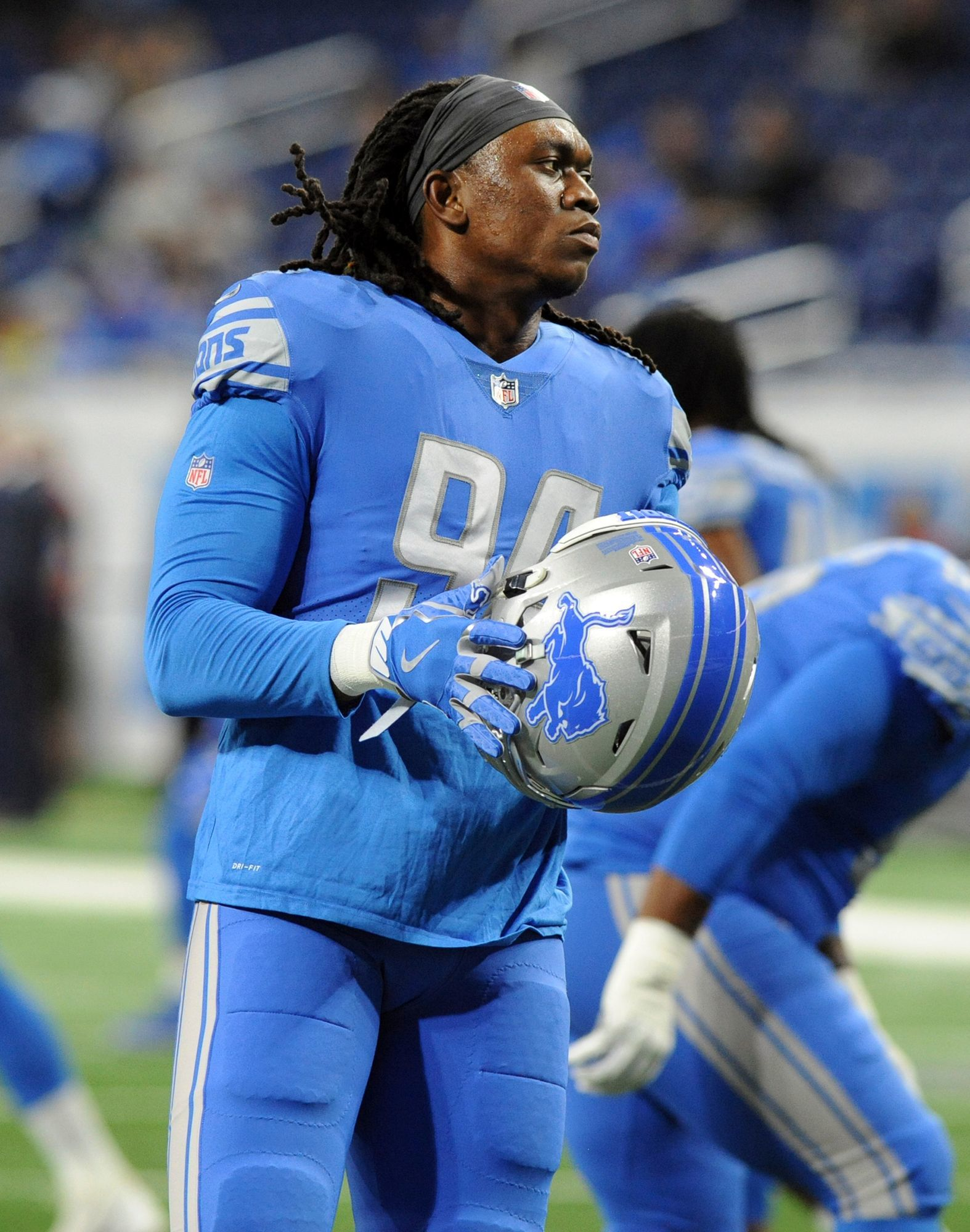 DE Ziggy Ansah: When he plays, he clearly remains Detroit's best pass rusher. A disruptive force off the right edge, he's managed to record a pair of sacks despite playing fewer than 30 snaps this season. The Lions had big plans to build their front around Ansah, but the shoulder injury that sidelined him six games put the kibosh on that. Grade: Inc