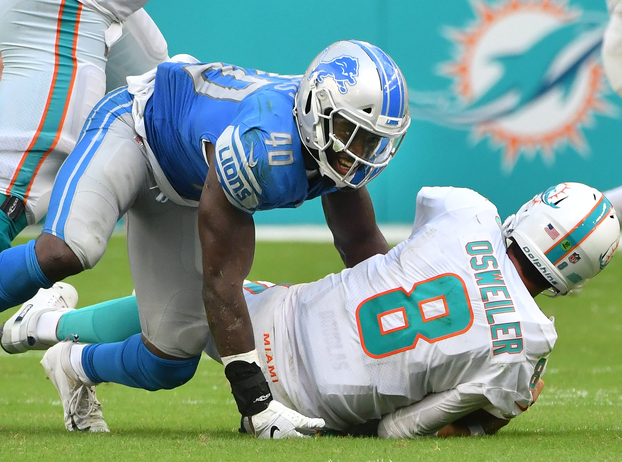 LB Jarrad Davis: Davis hasn't taken the steps in his development you would have expected for a player so committed to his craft. The coverage has been better this season, especially as of late, but it would be unreasonable to call the overall body of work good. And an argument could be made that his run defense, which should be his bread and butter, has been a bigger weakness. He leads the team with nine missed tackles. Where Davis has thrived is as a pass rusher. He's been highly effective when asked to blitz. Grade: D+