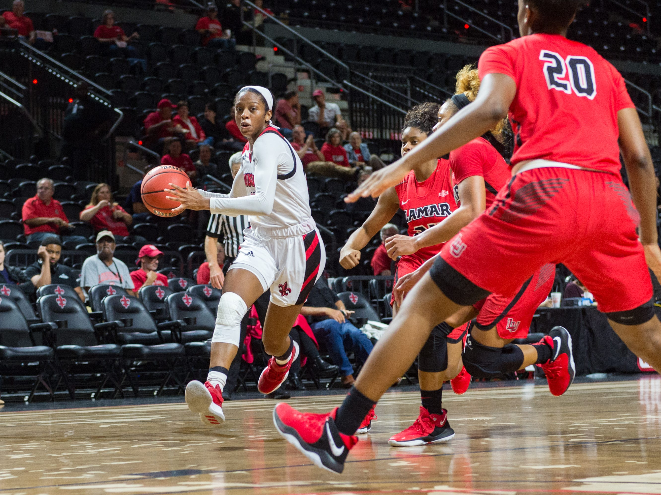 Jazmyn Womack moves the ball as the Cajuns take on Lamar in Womens Basketball. Tuesday, Nov. 6, 2018.