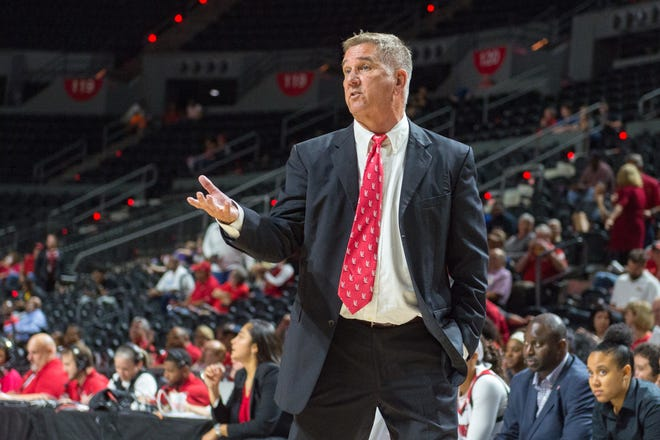 UL women's coach Garry Brodhead's Cajuns suffered a second straight loss to Dillard.