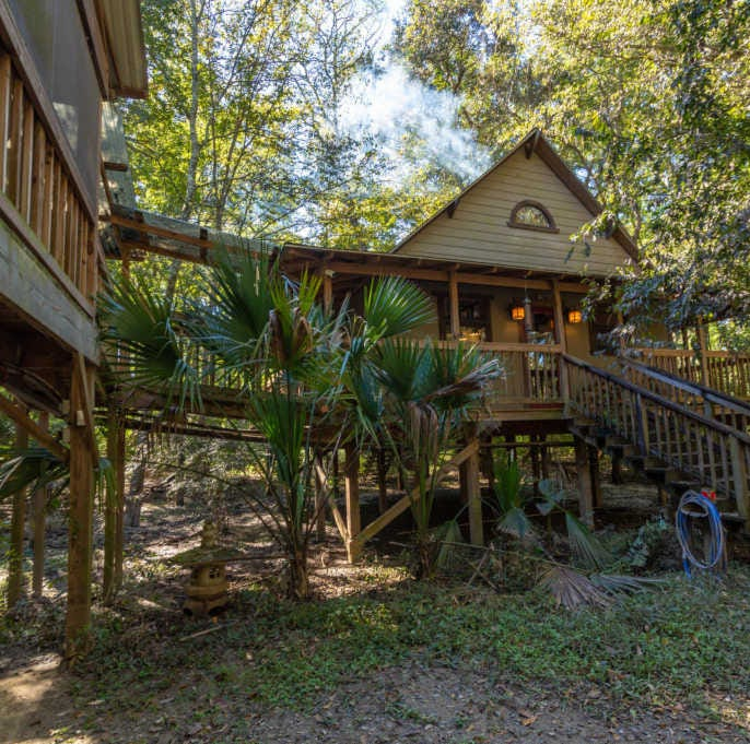 Have you seen this amazing treehouse in Broussard?