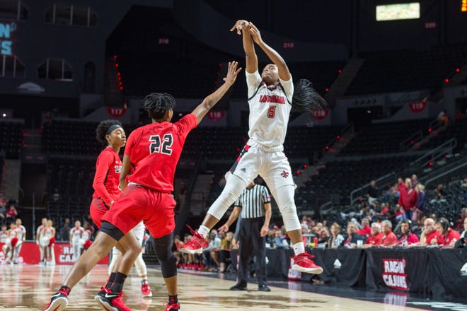 UL sophomore Jomyra Mathis goes up for two of her 12 points during Tuesday's overtime loss to Lamar at the Cajundome.
