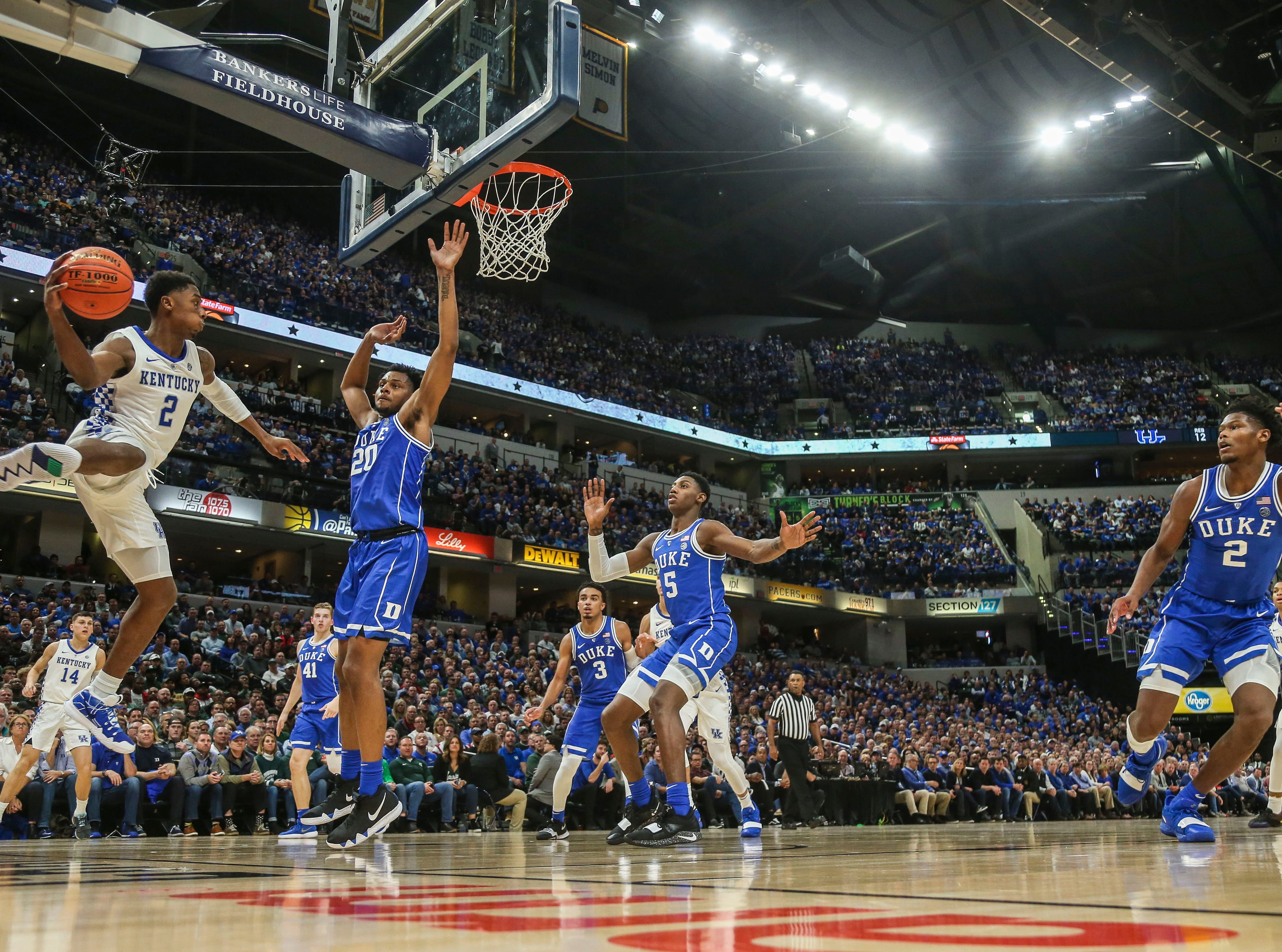Kentucky's Ashton Hagan tries to pass the ball before going out of bounds against Duke at the Champions Classic Nov. 6, 2018.