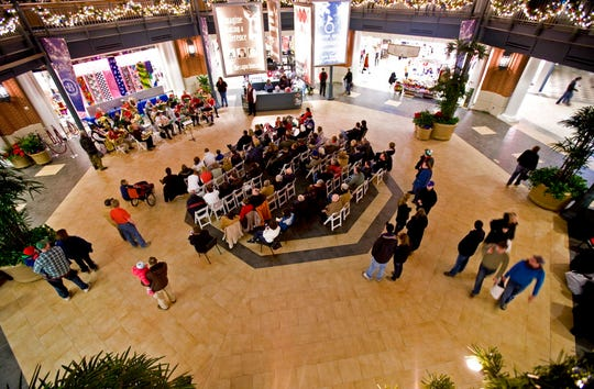 Bayshore Mall was busy on the final Saturday before the Christmas Holiday.