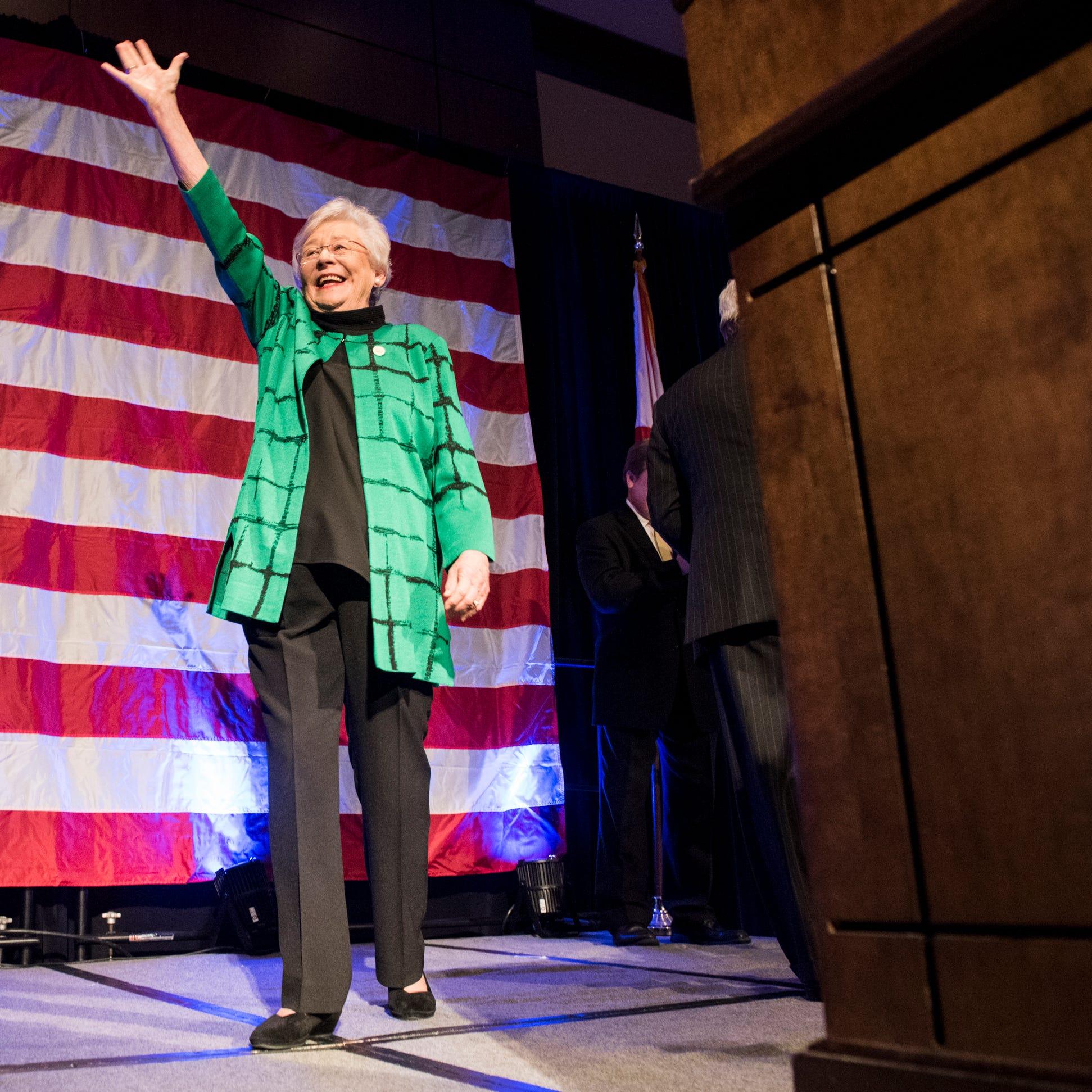 """Les électeurs le rendent officiel: Kay Ivey est le gouverneur """"class ="""" more-section-stories-thumb"""