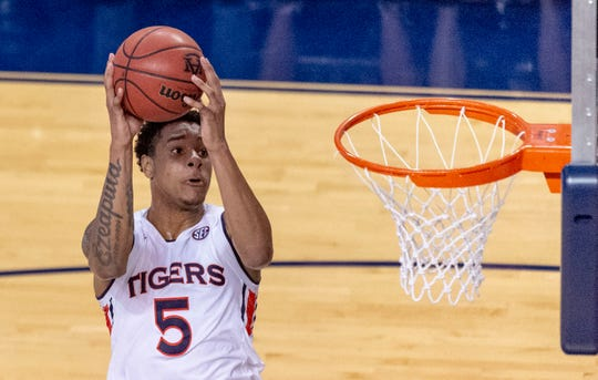 Auburn forward Chuma Okeke (5) grabs a pass to the basket and drops in two against South Alabama on Tuesday, Nov. 6, 2018, in Auburn, Ala.