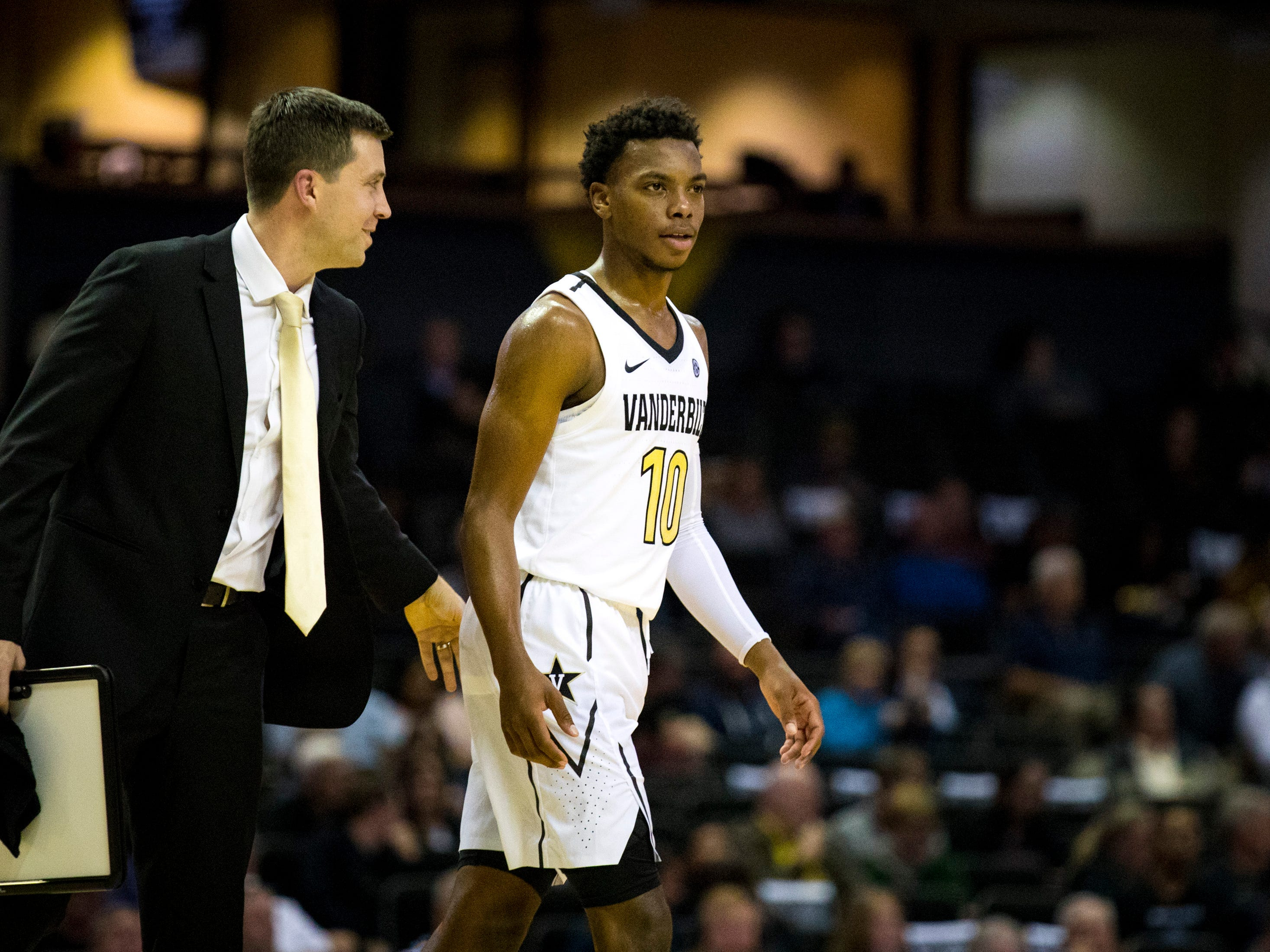 Vanderbilt's head coach Bryce Drew talks to Vanderbilt's Darius Garland (10) during Vanderbilt's game against Winthrop at Memorial Gymnasium in Nashville on Tuesday, Nov. 6, 2018.