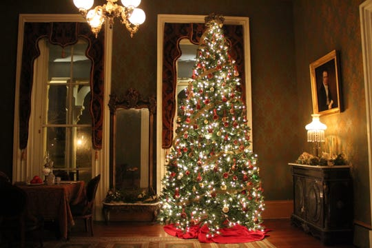 Oaklands Mansion in Murfreesboro offers an annual candlelight tour during the holiday season.
