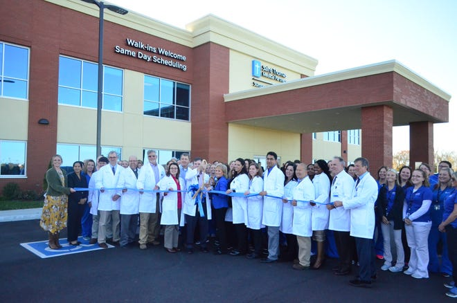 Saint Thomas Medical Partners' Gallatin staff get ready for the ribbon cutting event Tuesday, Nov. 6, 2018.