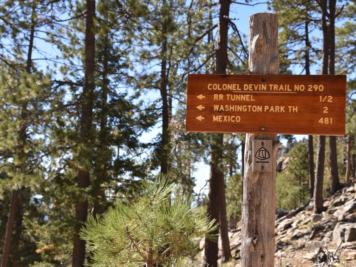Trail sign near Rim Road.