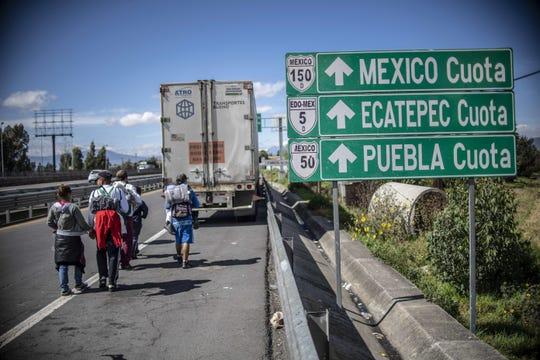 Migrantes centroamericanos arriban a la capital mexicana.