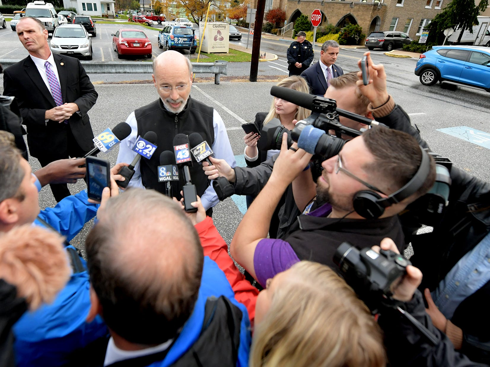 Gov. Tom Wolf's redistricting commission wins praise, groans