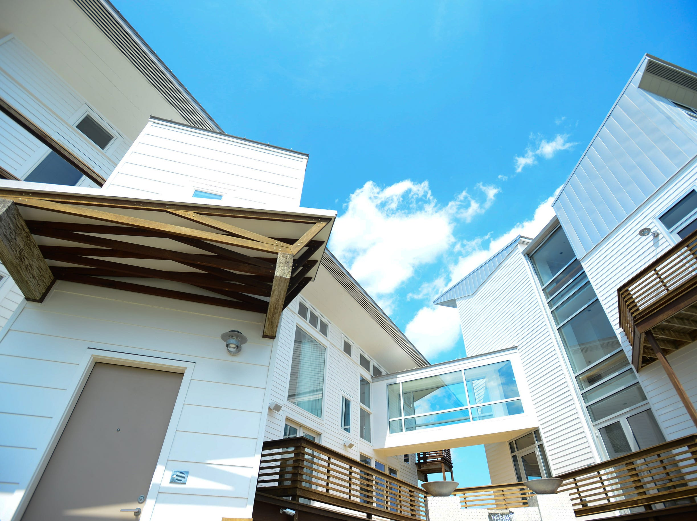 Ready to buy your beach luxury vacation get away? Here is your chance. 12933 Old Bridge Rd, in Ocean City is up for auction. Consisting of 5 bedrooms and 5 baths. A total of 5,003 sqft an Absolute Auction/No Reserve to be held on-site, September 10th, 2016, at 11:00AM. Elite Auctions will be hosting the open houses and auction.