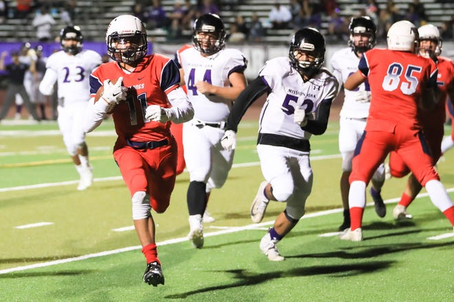 Tulare Western's Rolondo Holmes (11) rushes in for a TD against Mission Oak during a East Yosemite League High School Football game at Bob Mathias Stadium on Oct 12th, 2018.