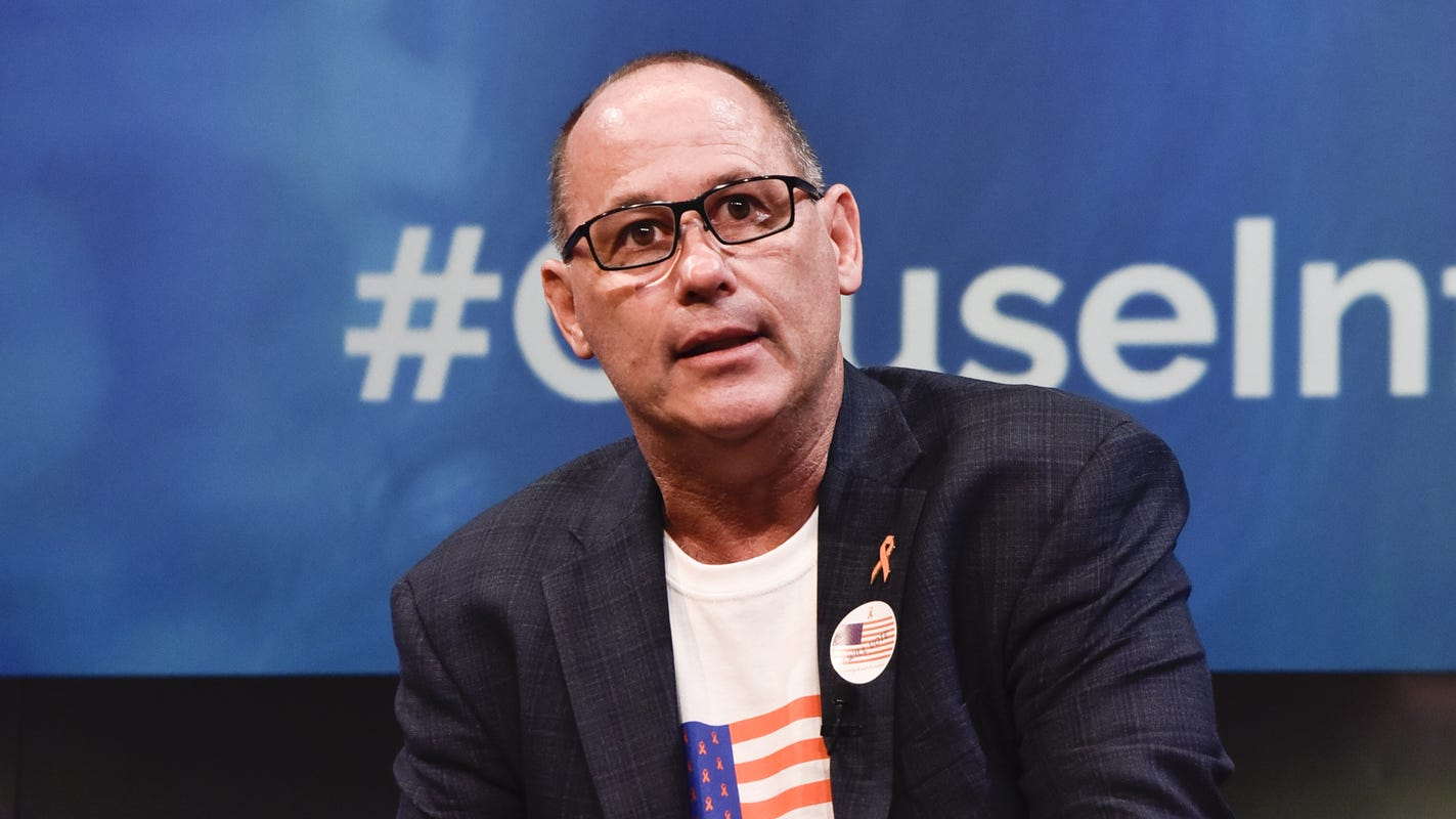 Election 2018: Parkland dad Fred Guttenberg shares cemetery