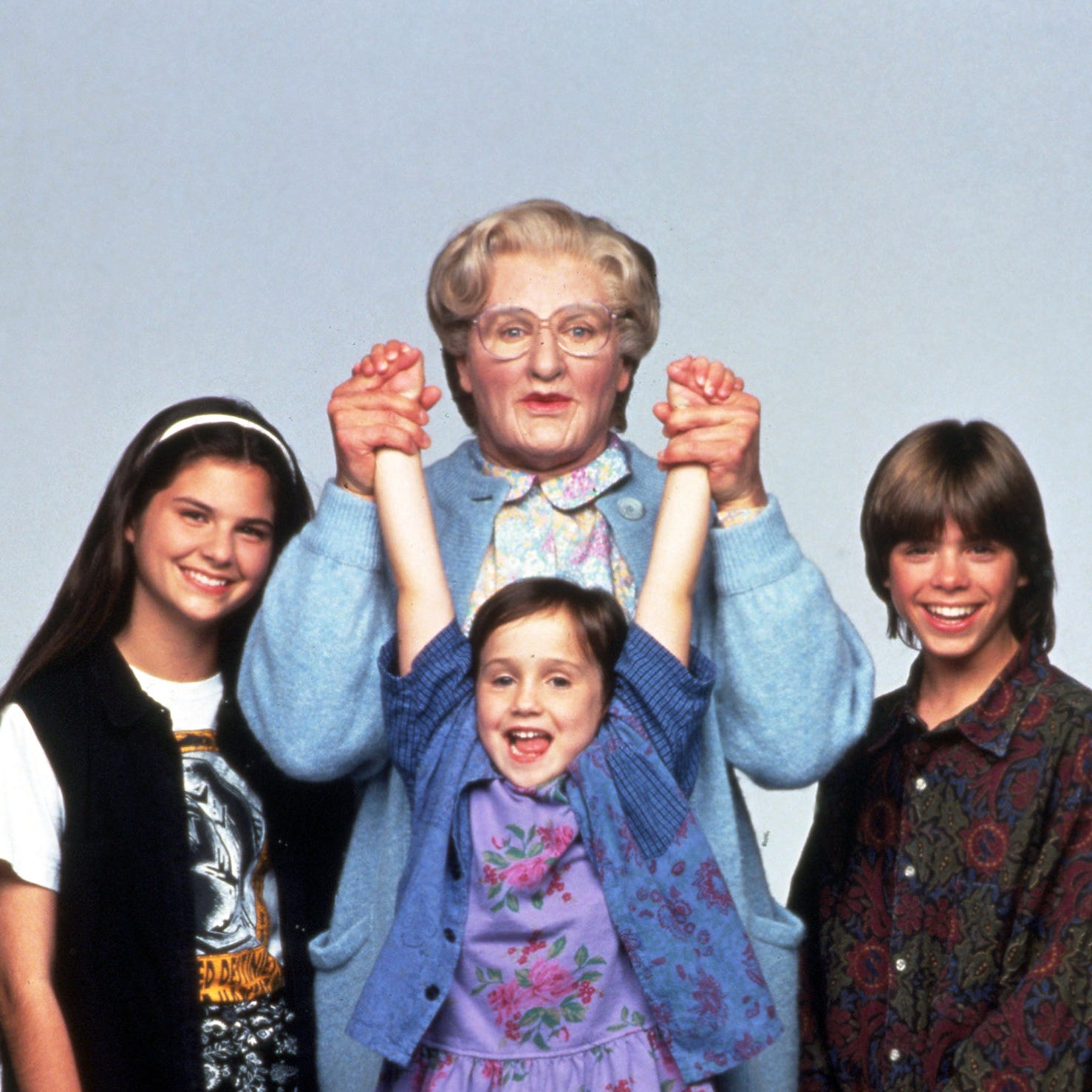 "Lisa Jakub, left, Robin Williams, Mara Wilson and Matthew Lawrence in a publicity still for the 1993 motion picture ""Mrs. Doubtfire."" CREDIT: Rex Features via AP Images  ORG XMIT: 390905ca [Via MerlinFTP Drop]"