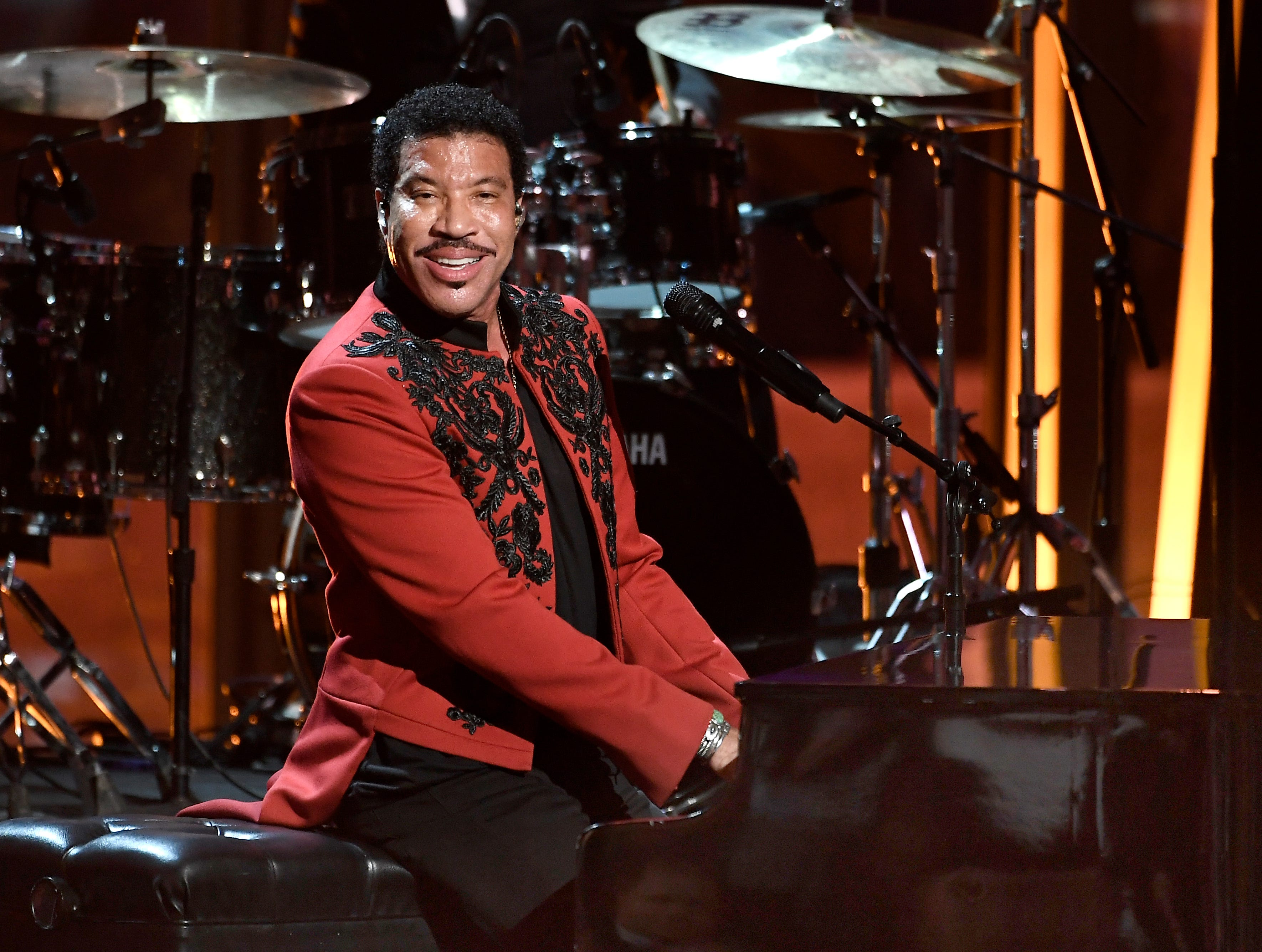 MOUNTAIN VIEW, CA - NOVEMBER 04:  Lionel Richie performs onstage at the 2019 Breakthrough Prize at NASA Ames Research Center on November 4, 2018 in Mountain View, California.  (Photo by Steve Jennings/Getty Images for Breakthrough Prize) ORG XMIT: 775252236 ORIG FILE ID: 1057574528